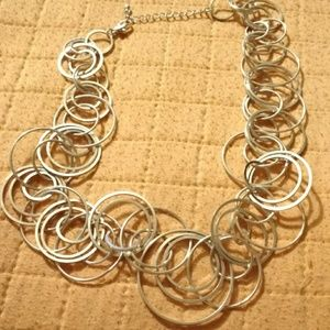 Jewelry - Unknown brand TONES OF SILVER TONE CIRCLE necklace